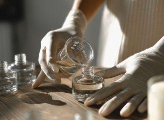 Хитри трикове, с които да удължите трайността на парфюма ви